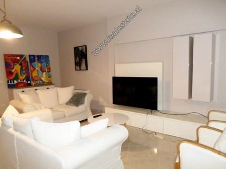 Apartament modern me qera ne rrugen Abdyl Frasheri ne Tirane. Pozicionohet ne katin e 7-te te nje p