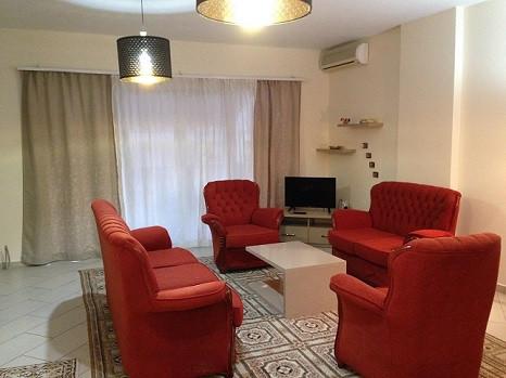 Apartament me qera te rruga e Elbasanit ne Tirane, ne fillim te rruges Pjeter Budi. Pozicionohet ne