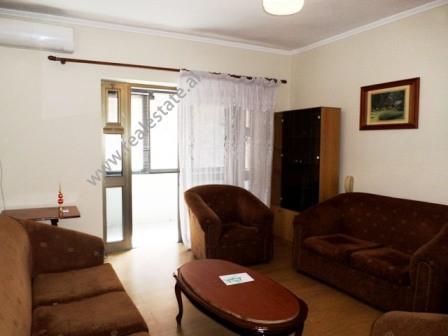 Apartament 2+1 per ne rrugen Sulejman Pasha ne Tirane. Apartamenti ndodhet ne katin e dyte te nje p
