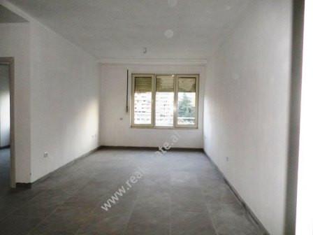 Apartament per zyra me qera ne rrugen Brigada e VIII ne Tirane. Apartamenti ndodhet ne katin e kate