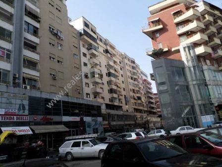 Apartamente 2+1 per shitje ne zonen e Astirit ne Tirane. Apartamente ndodhen ne katin e tete dhe te