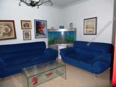 Apartament me qira ne rrugen Myslym Shyri, prane kryqezimit te 21 Dhjetorit ne Tirane.  Apartament