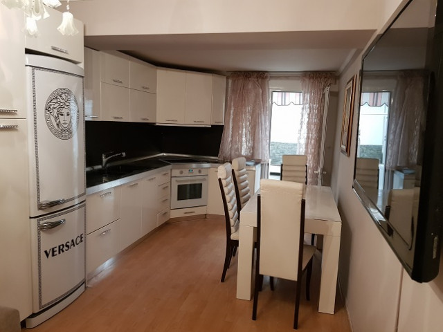 Apartment for sale close to Muhamet Gjollesha Street in Tirana. Located on the first floor of an old
