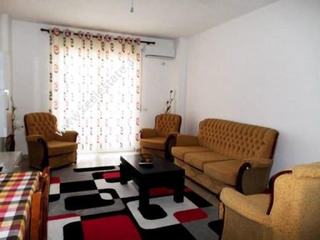 Apartament me qera ne rrugen Selita e vjeter ne Tirane.  Apartamenti ndodhet ne katin e katert te