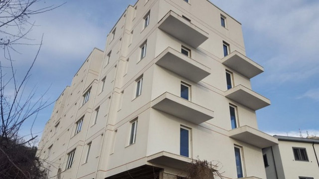 5- Floor building for sale in the city of Lezha County.