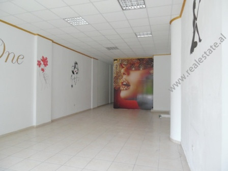 Store for rent close to Zogu i Pare Boulevard in Tirana.