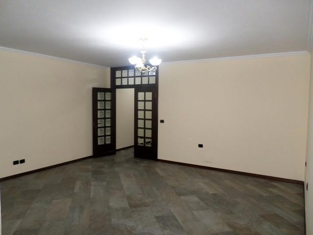Apartament per zyre ose banim me qera prane Ministrise se Jashtme ne Tirane.  Pozicionohet ne katin