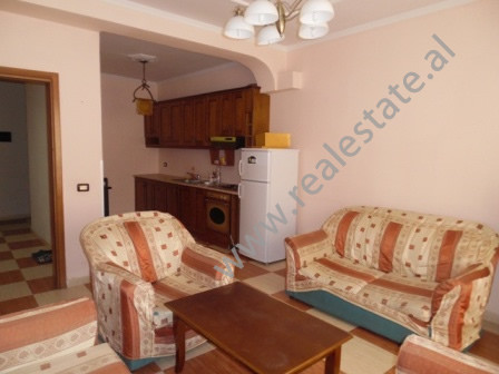 Apartament 1+1 me qera ne rrugen Gjon Buzuku, e cila ndodhet prane rruges se Dibres ne Tirane.  Ai