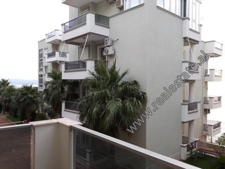 Apartament 3+1 ne shitje tek Uji i Ftohte ne Vlore. Ndodhet ne katin e pare banim te nje kompleksi