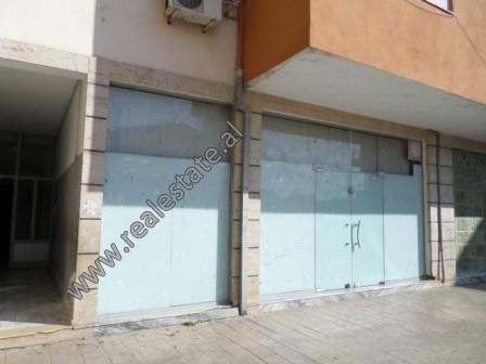 Dyqan ne shitje ne rrugen Muhamet Deliu ne zonen e Freskut, ne Tirane. Ndodhet ne katin e pare te n