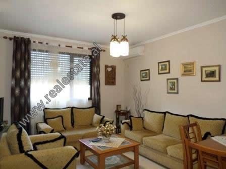 Apartament 2+1 ne shitje ne rrugen Faik Konica, prane rruges se Elbasanit ne Tirane. Ndodhet ne kat