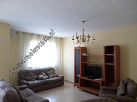 Apartament 5+1 me qera ne fillim te rruges Don Bosko ne Tirane. Apartamenti ndodhet ne katin e V-te