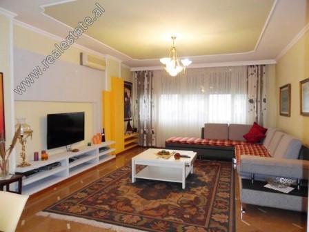 Apartament me qera ne rrugen Faik Konica ne Tirane.  Ndodhet ne katin e 11-te nje pallati te ri, s