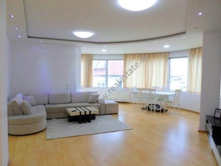 Apartament 3+1 me qera prane Ambasades Suedeze ne rrugen Budi. Ndodhet ne katin e trete te nje pall