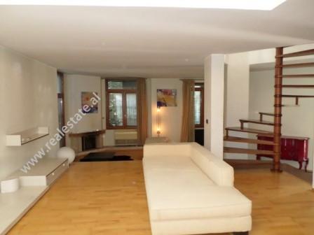 Apartament 3+1 me qera prane rruges Liman Kaba ne Tirane Ndodhet ne katin e 3-te dhe te 4-te te nje