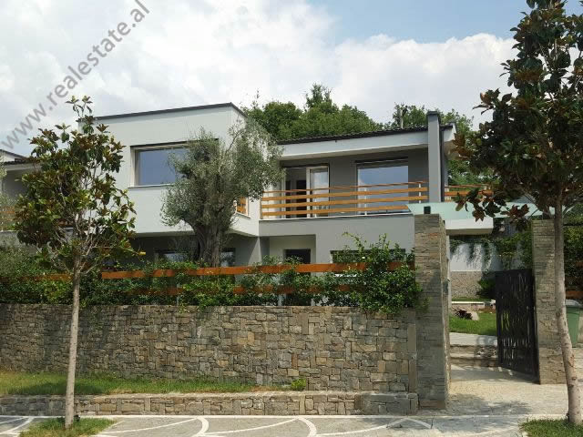 Modern villa for sale in Lunder Village in Tirana. 