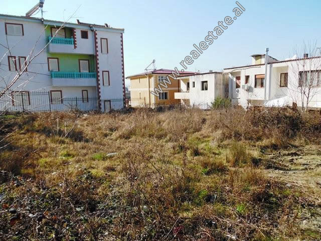 Toke per shitje ne rrugen Irfan Tershana ne Tirane. Ofron siperfaqe totale prej 520 m2 pozicionuar