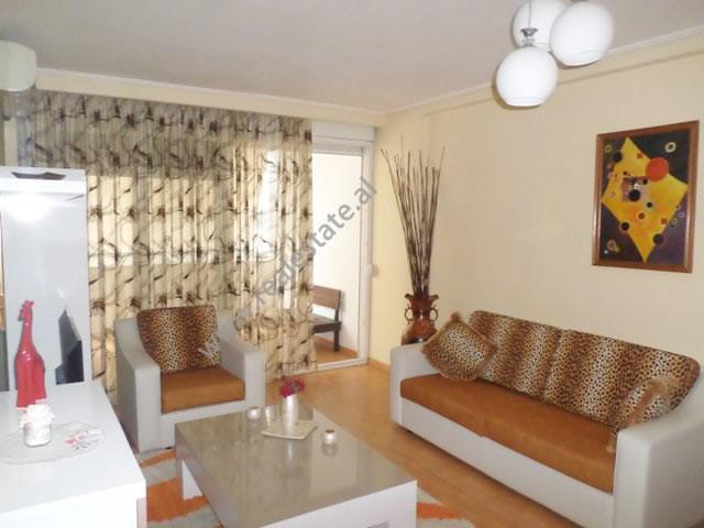 Apartament 2+1 me qera te Ish Ekspozita, ne rrugen Nikolla Jorga ne Tirane.  Ndodhet ne katin e 3-