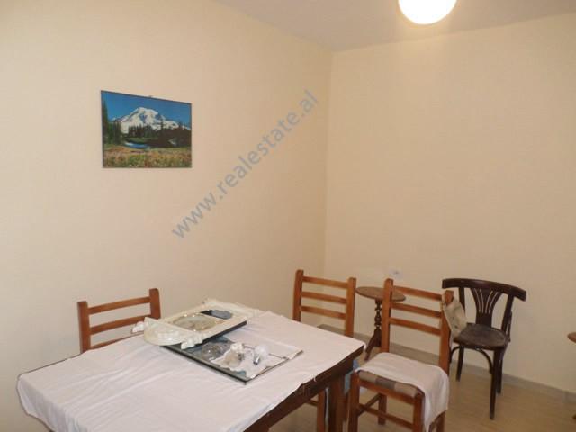 Apartament 2+1 per zyre me qera prane shkolles Vasil Shanto, ne rrugen Preng Bibe Doda ne Tirane.