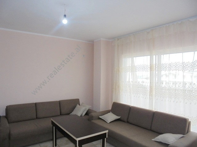 Apartament 1+1 me qera prane QTU ne rrugen Eltion Frroku ne Tirane.  Ndodhet ne katin e dyte te nj