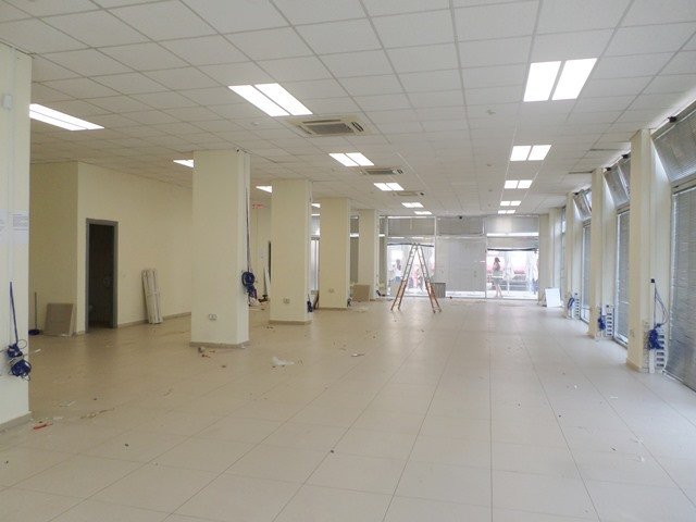Store space for rent near Usluga complex in Tirana, Albania.