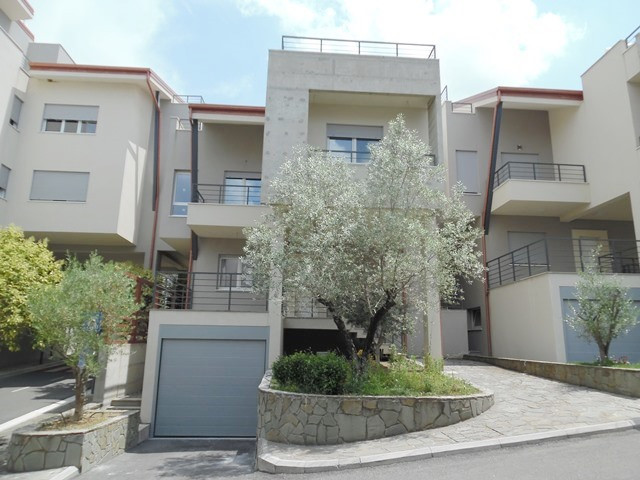 Three storey villa for rent in Sunrise Residence in Tirana, Albania.