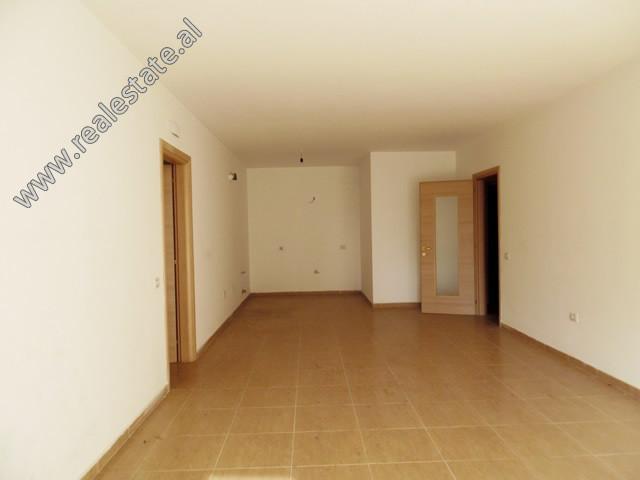 Apartament 3+1 per zyre me qera perballe Kompleksit Vizion Plus. Ndodhet ne katin e 6-te te nje pal