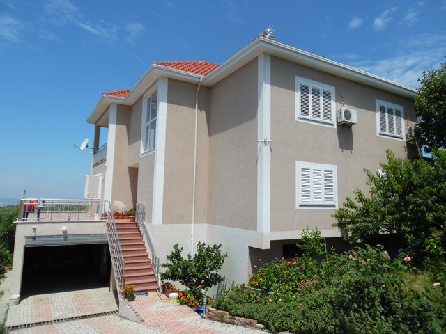 Two storey villa and Land for sale in Lugjasi street in Tirana, Albania.  It has a land surface of