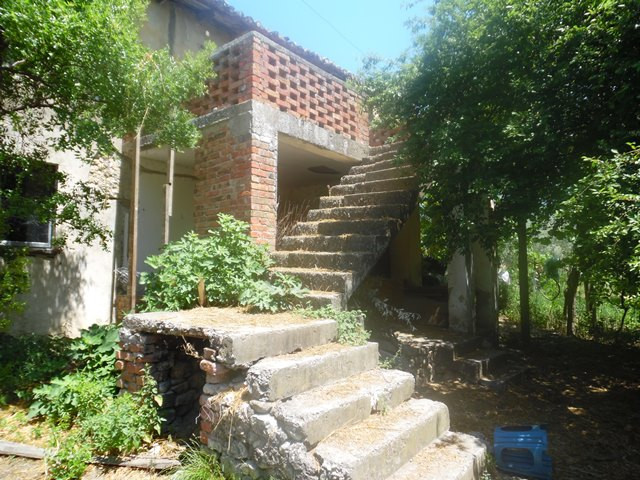 Land for sale in Lugjasi street in Tirana, Albania. With a total surface of 1236 m2 it is organized