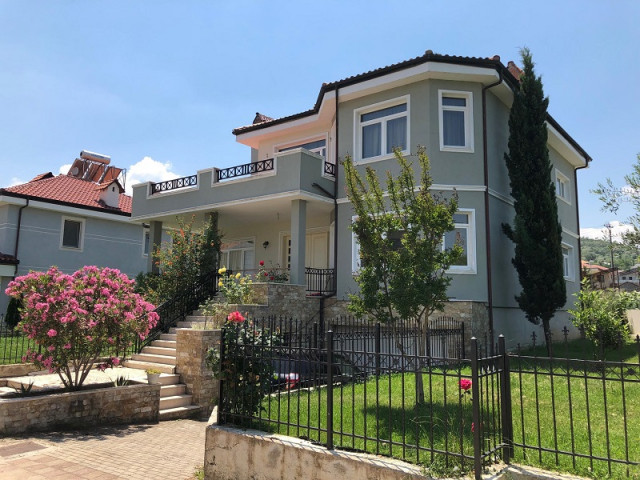 Villa for rent in Acacia Hills 2 Residence in Mjull Bathore, Tirana.  