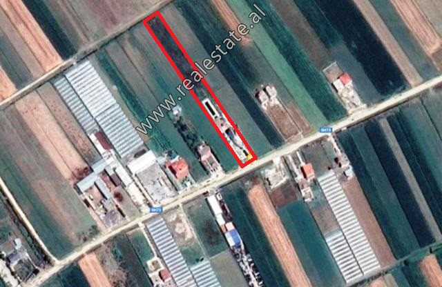 4-storey building and land for sale in Fier district. It offers 4000 m2 of land surface and 761.1 m