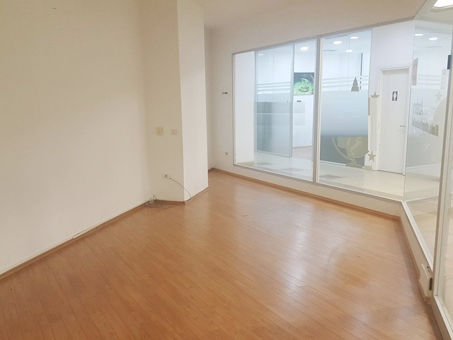 Office space for rent in Deshmoret e Kombit boulevard in Tirana, Albania. It is located on the thir
