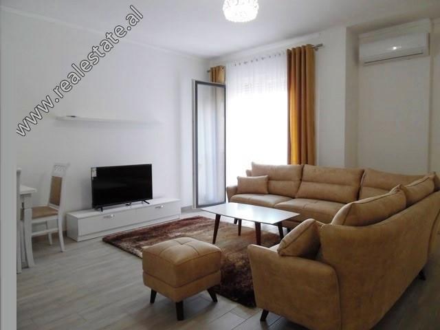 Apartament 1+1 me qera ne rrugen Haxhi Hysen Dalliu ne Tirane. Ndodhet ne katin e 5-te ne nje palla