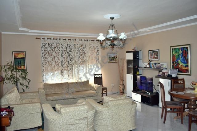 Apartament 2+1 per shitje ne rrugen Viktor Eftemiu ne Tirane. Ndodhet ne katin e 6-te dhe te fundit