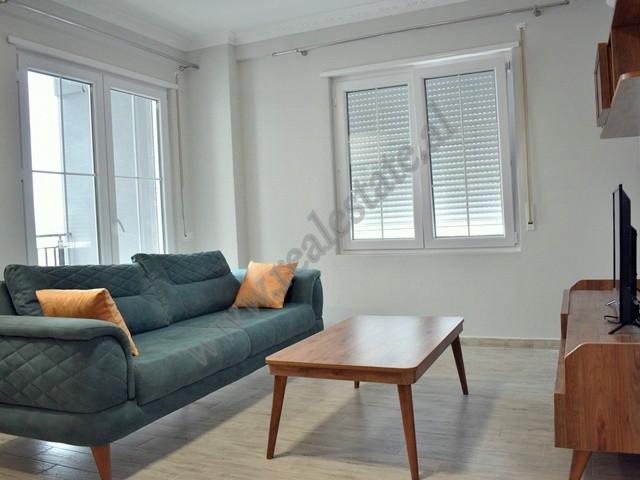 Apartament 1+1 me qera prane qendres tregtare Concord Center ne Tirane. Pozicionohet ne katin e 6-t