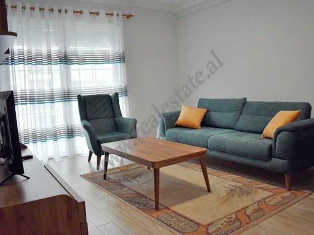 Apartament 1+1 me qera prane rruges 5 Maj ne Tirane. Ndodhet ne katin e 6-te te nje pallati te ri p