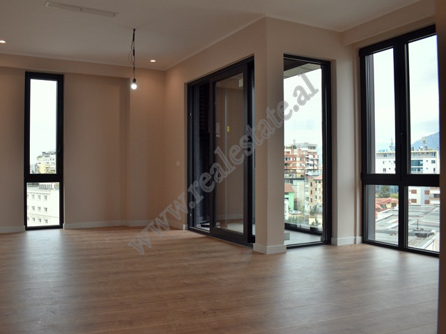 Office for rent near the entrance of the Grand Park of Tirana.