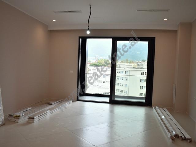 Apartament 2+1 per shitje ne rrugen e Elbasanit ne Tirane. Ndodhet ne katin e 6-te te nje pallati t