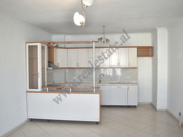 Apartament 2+1 per shitje ne rrugen Shkelqim Fusha ne Tirane. Shtepia ndodhet ne katin e katert te