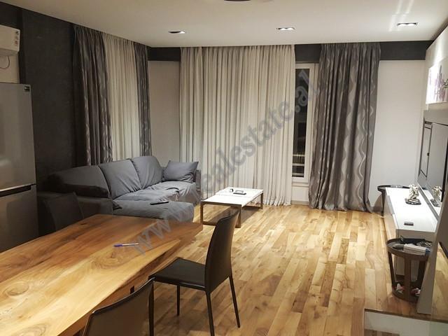Apartament duplex me qera ne residence Kodra e Diellit ne Tirane.  Apartamenti ndodhet ne katin e