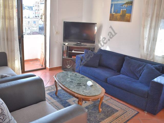 Apartament 1+1 me qera prane ish Ambasades Jugosllave ne Tirane. Ndodhet ne katin e 4-te te nje pal