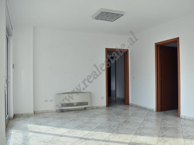 Zyre me qira ne rrugen Abdyl Frasheri ne Tirane Ndodhet ne katin e tete te nje pallati te ri qe ofr