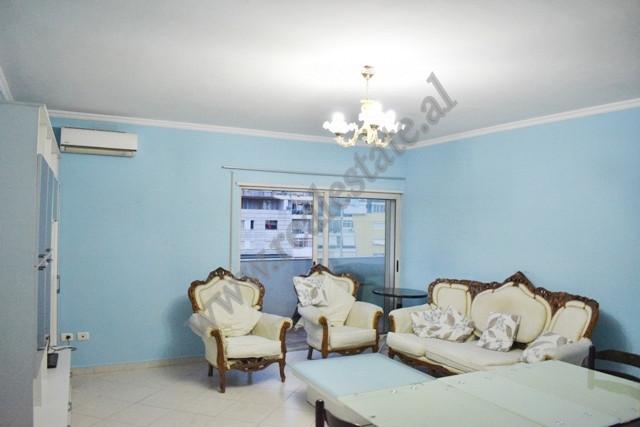 Apartament 2+1 me qira prane kompleksit Vizion Plus ne Tirane. Ndodhet ne katin e peste te nje pall
