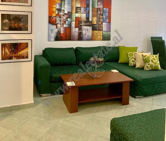 Apartament 2+1 per shitje ne rrugen Reshit Collaku ne Tirane. Shtepia ndodhet ne katin e 3-te ten j