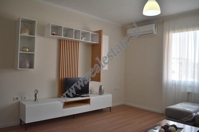 Apartament 2+1 me qira ne rrugen Marko Bocari ne Tirane. Shtepia ndodhet ne katin e gjashte ten je