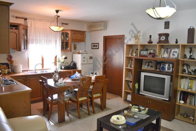Apartament 3+1 per shitje prane rruges Odhise Paskali ne Tirane. Ndodhet ne katin e peste jo te fun
