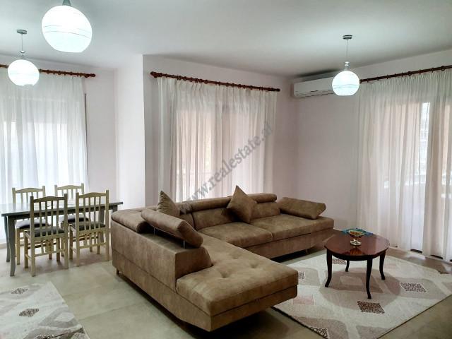 Apartament 2+1 me qera prane qendres Globe ne rrugen e Kavajes ne Tirane.  Apartamenti ndodhet ne
