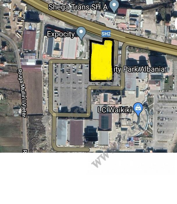 Toke per shitje ngjitur me Citypark .  Ndodhet prane rruges kryesore me akses te lehte ne te. Ka