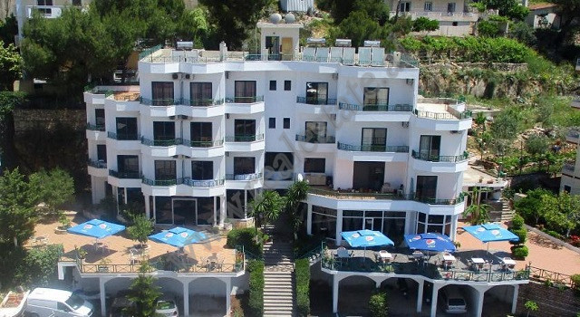 4-storey hotel for rent in Saranda.