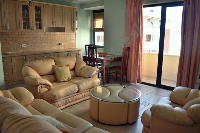 Apartament 1+1 me qera prane rruges se Kavajes ne Tirane. Apartamenti ndodhet ne katin e peste te &
